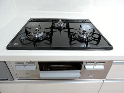 調理がはかどる3口コンロです。