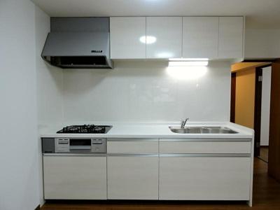 システムキッチン新品交換済みです。