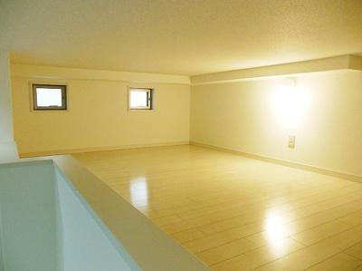 普通のお部屋よりも背の高い家具を置くことができるので、こだわりの収納スペースを増やせますし、こだわりの家具も置けますね(*^^*) アレンジの幅が広がりますね\(^o^)/