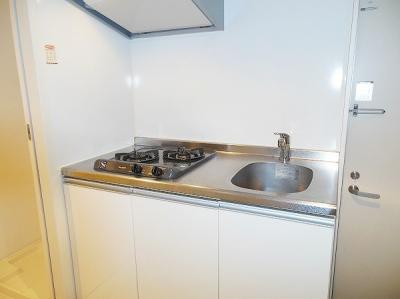 システムキッチンは収納力と収納のしやすさを同時に備えているのでキッチン周りがごちゃごちゃしなくてスッキリしますね♫