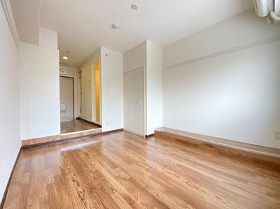クローゼットのある西向き洋室6帖のお部屋です!お洋服の多い方もお部屋が片付いて快適に過ごせますね♪