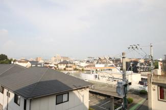 周辺に高い建物・視界を遮る建物がないので眺望◎日当り風通しもGOOD♪