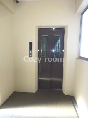 各フロアのエレベーター