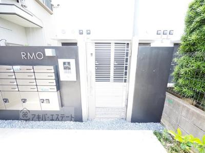 【エントランス】RMO(アールエムオー)