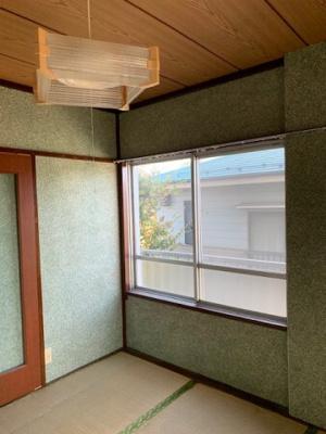 中和室の腰窓