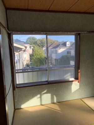 南和室の腰窓