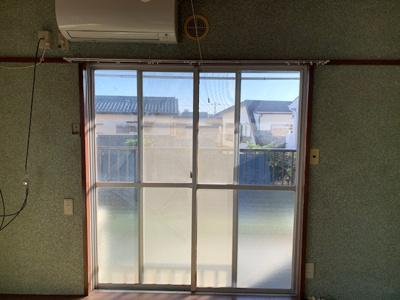 南和室の掃出し窓