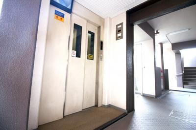 防犯カメラ付きのエレベーターで特に女性やお子様は安心ですね。