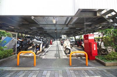 屋根付きで安心のバイク置き場です。空き状況は都度ご確認下さい。