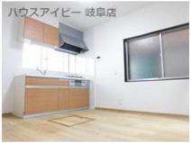 岐阜市下奈良 フルリフォーム済み中古住宅 家具付き物件 駐車スペース2台 の画像