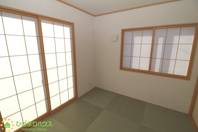 リビングと続き間の和室は空間を広く演出してくれますね!!