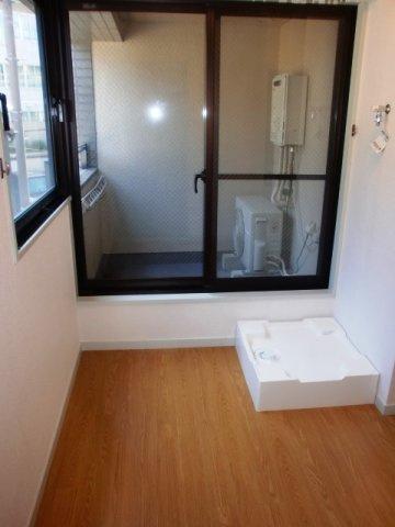 ニーズの高い室内洗濯機置き場です。