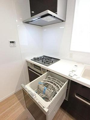 食洗機が標準設置で家事の負担も減らしてくれます。
