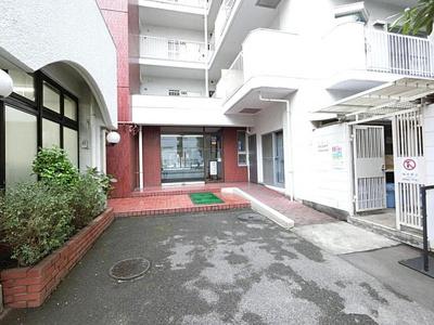都営三田線「蓮根」駅まで徒歩約8分の便利な立地のマンションです。