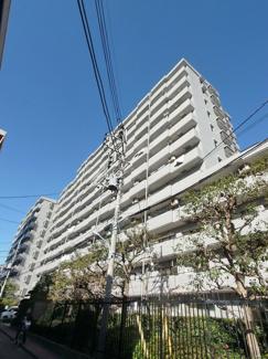 複数路線利用可能な「立川」駅より徒歩10分内の中古マンションです。