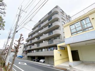 都営三田線「蓮根」駅より徒歩約10分にあります。
