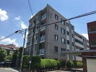 鉄筋コンクリート造の5階建てマンションです
