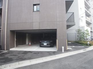 屋根付きの駐車場もありお車をしっかり守ります。