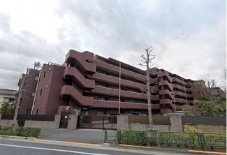 総戸数64戸、鉄筋コンクリート造6階建のマンションです。