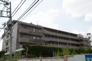 鉄筋コンクリート造の5階建、エレベーター付きマンションです。