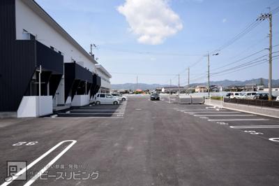 【駐車場】ピース・ウィステリア A棟