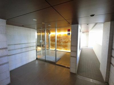京急本線「上大岡」駅徒歩9分と好立地。 通勤時間の短縮でご家族と過ごす時間を増やす事が出来ます。