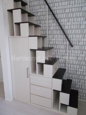 ハーモニーテラス足立Ⅱの収納階段(別部屋参考写真)