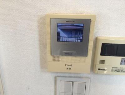 来訪者の確認ができるモニター付きインターホン完備