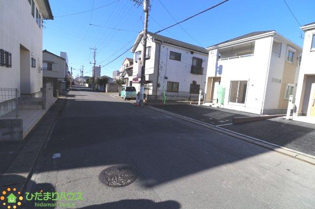【前面道路含む現地写真】古河市東本町 第2 新築一戸建て 01 クレイドルガーデン