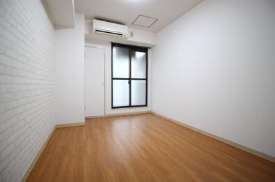 洋室6帖 南側に窓があります♪
