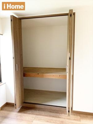 洋室6帖 収納スペースございます。