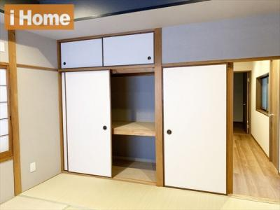 2階 和室8帖 布団収納にも便利な押入ございます。