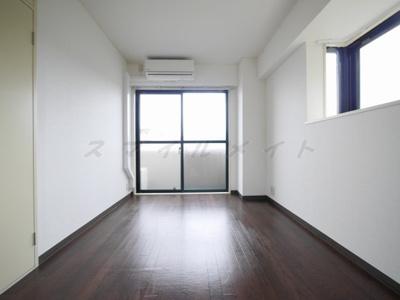 6帖の寝室です。出窓&クローゼット付です。