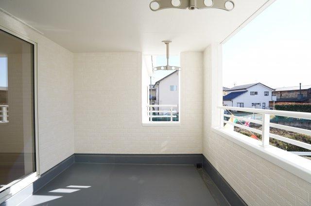 陽の光が暖かく気持ちよさそうです。本日、建物内覧できます。住ムパルまでお電話下さい!