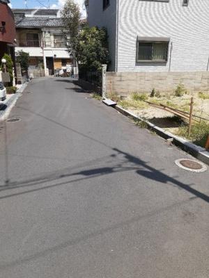 【前面道路含む現地写真】寝屋川市成美町 新築一戸建て