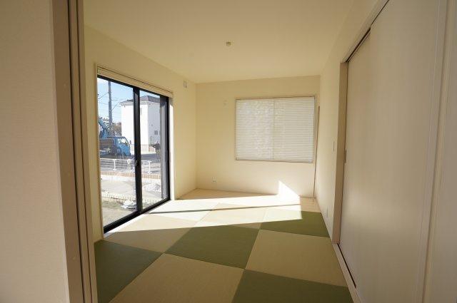 6帖 リビング隣接の和室なので広々使えます。