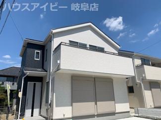 岐阜市六条片田 新築戸建 全4棟 駐車スペース並列3台可能 天窓あります。