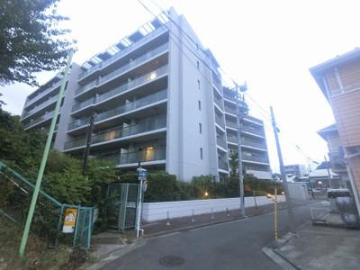 横浜市営地下鉄ブルーライン「吉野町」駅徒歩18分。 京急ストア・ローソンまで徒歩4分と毎日のお買い物にとても便利です。