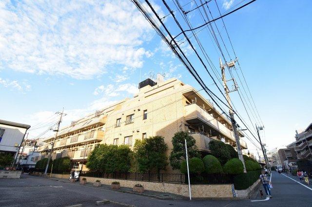 京浜東北線「蒲田」駅徒歩9分!駅近ならではの便利な住環境も魅力的です。 4階南東向きにつき陽当たり良好です♪