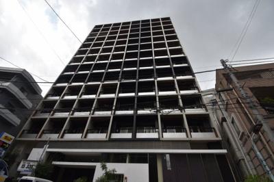 麻布十番駅より徒歩4分の便利な立地に佇むスタイリッシュな外観のマンションです