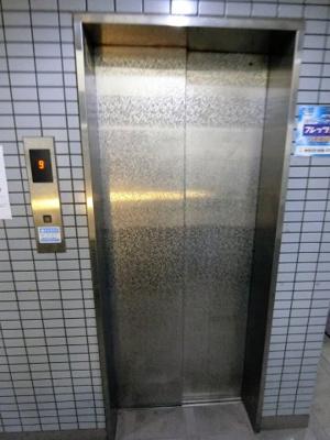 エレベーターは一基御座います。