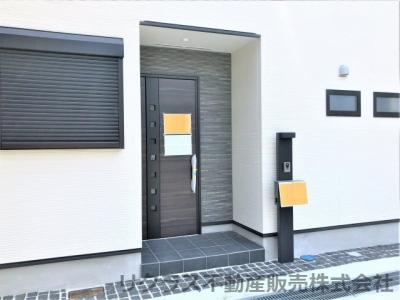 玄関はこのようになっております。