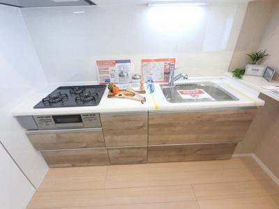 システムキッチン 3口ガスコンロ付です。