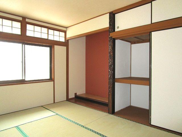 1階和室6帖 本格的な床の間があり、掛け軸や骨董品が映えます