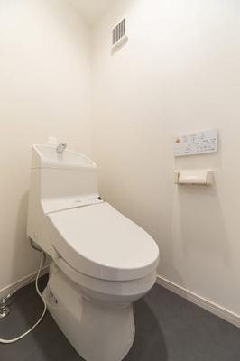 スタイリッシュなトイレですね(^o^)