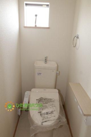 2階にもウォシュレット付きのトイレを完備しております。