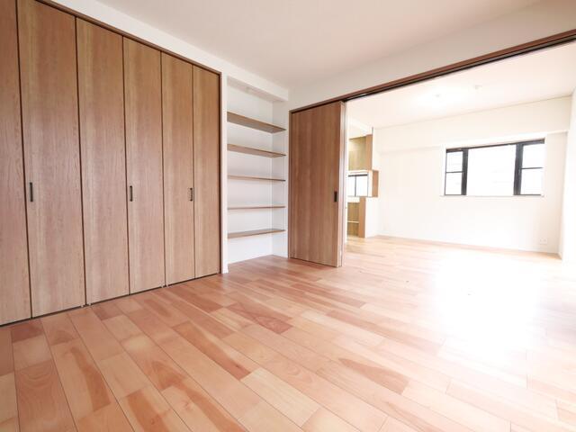 LDKは隣りの洋室とつなげて広く使ってもOK。ライフスタイルに合わせて自由に使えます