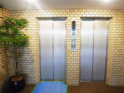 エレベーター2基設置、朝の混み合う時間にも心強いですね。