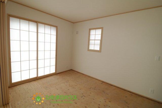 リビングと続き間の和室は使い勝手色々、マルチにお使いいただける空間です♪