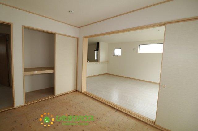 二方向から出入り可能な和室、生活動線を考慮した間取りとなっております♪